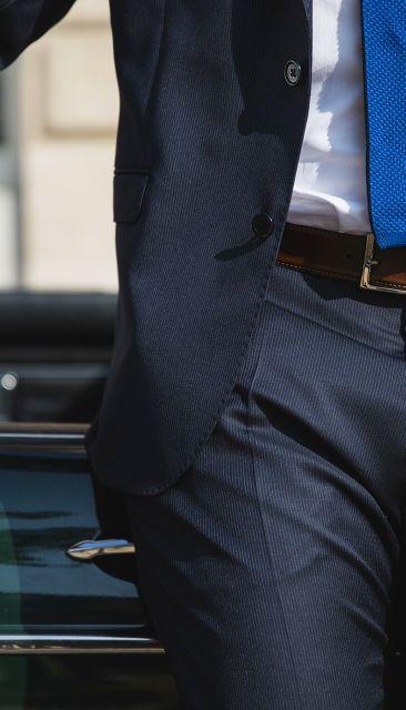 Feingestreifter marineblauer Anzug von The Nines