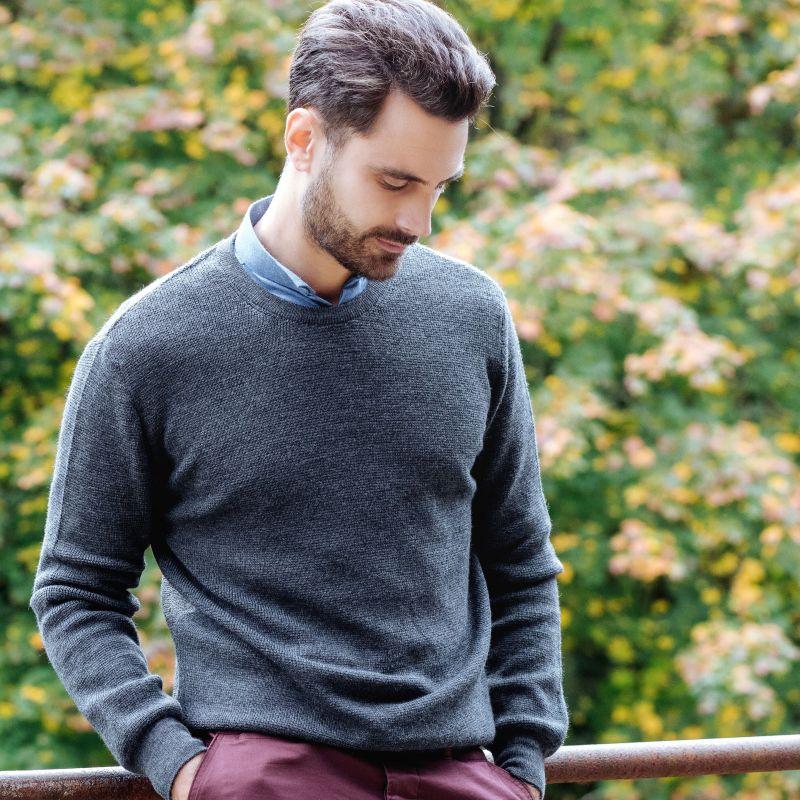 Grauer Pullover mit Rundhalsausschnitt aus Merino-Schurwolle