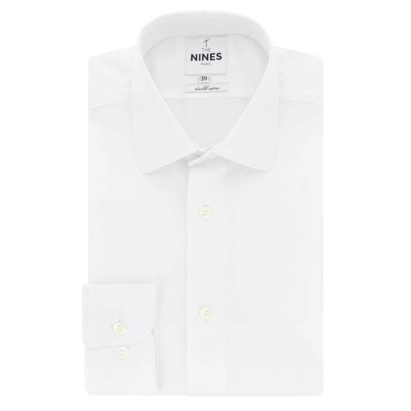 Weißes Hemd mit abgerundetem Haifischkragen