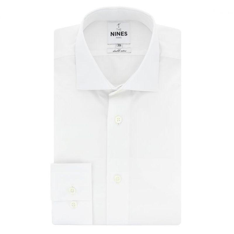 Weißes Hemd mit Haifischkragen