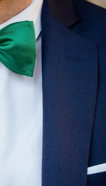 Marineblauer geflochtener Anzug