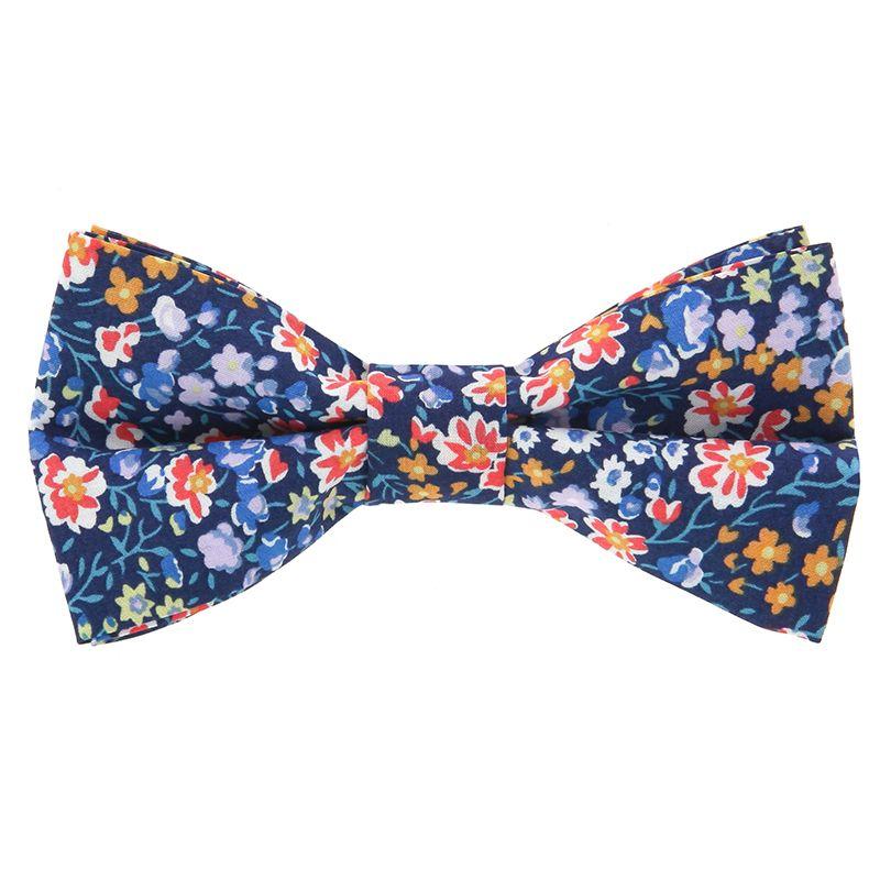 Navyblaue Fliege mit Blumen aus Liberty-Stoffe