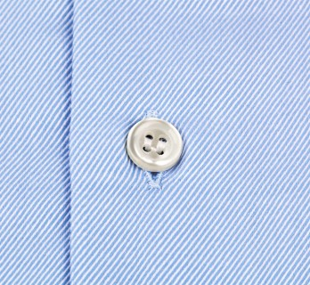 Himmelblaues slim-fit Twill-Hemd mit Umschlagmanschette mit italienischem Kragen
