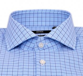 Blaukariertes slim-fit Hemd von Hugo Boss mit offenem italienischem Kragen und einfachen Manschetten