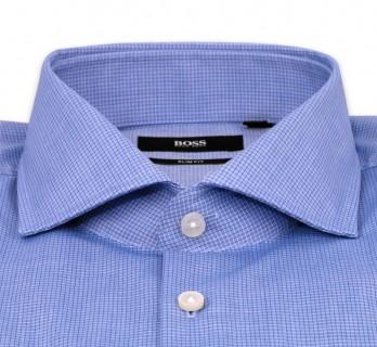 Blaues kleinkariertes slim-fit Hemd von Hugo Boss mit offenem italienischem Kragen und einfachen Manschetten