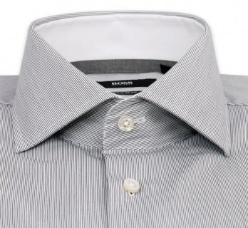 Weisses Hugo Boss Hemd mit feinen schwarzen Streifen, offenem italienischen Kragen und einfachen Manschetten