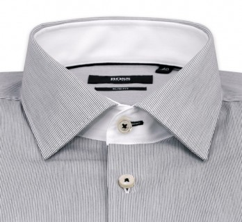 Weiss-schwarz gestreiftes slim-fit Hugo Boss Hemd mit italienischem Kragen und einfachen Manschetten